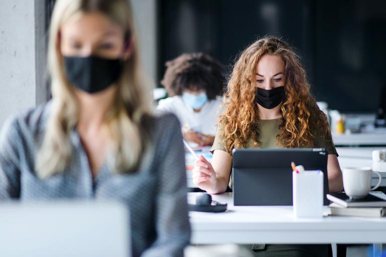 Un masque de protection textile pour tous les étudiants de l'Université Paris-Saclay